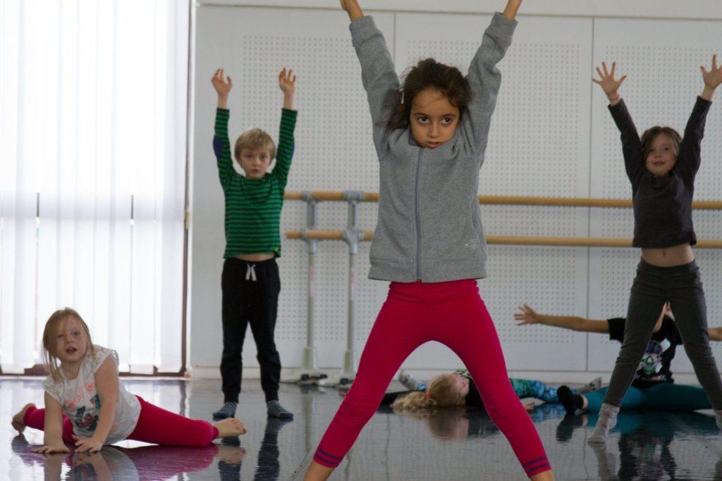 Des enfants qui dansent