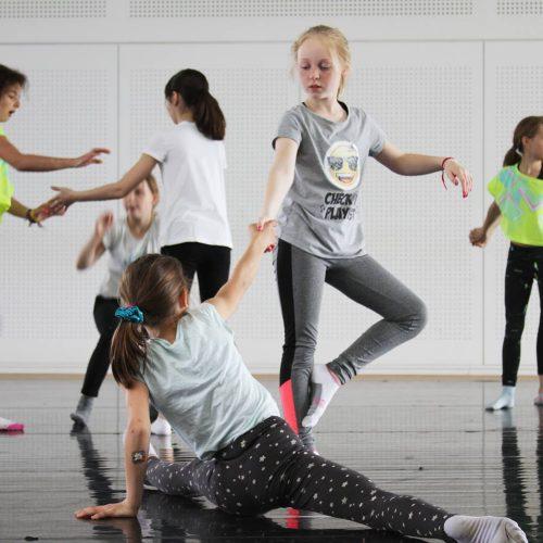 Enfants en atelier de danse